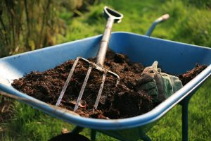 wheelbarrow-compost-pitchfork